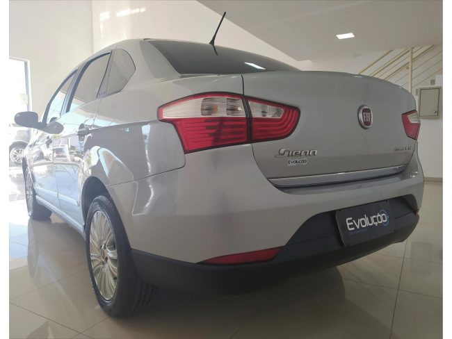 Fiat Grand Siena Essence 1.6 2016